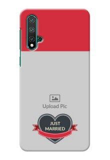 Huawei Nova 5 mobile back covers online: Just Married Couple Design